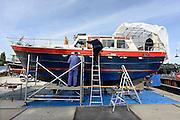 Nederalnd, Enschede, 3-10-2013In de binnenhaven staan verschillende plezierboten op de wal om verkocht of onderhouden te worden.Foto: Flip Franssen/Hollandse Hoogte
