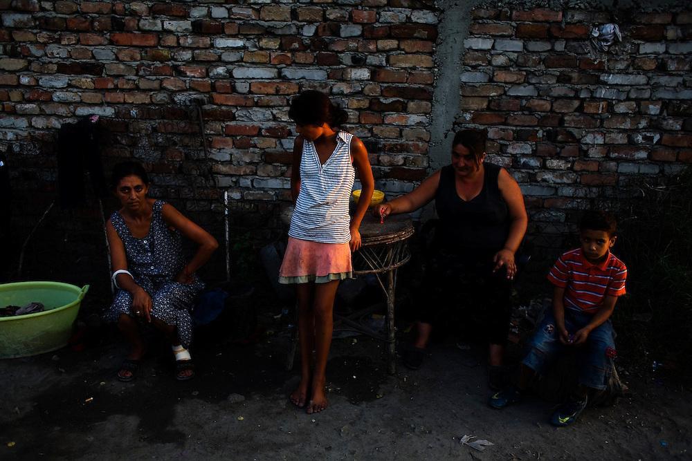 Family and friends in the Nova Gazela settlement.