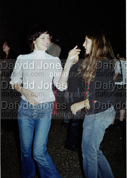 Milla Jovavich and Stella Schnabel. Damien Hirst opening reception and after party. Gagosian gallery and 118 10th Ave. New York. 23 September 2000.  © Copyright Photograph by Dafydd Jones 66 Stockwell Park Rd. London SW9 0DA Tel 020 7733 0108 www.dafjones.com