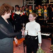 Nieuwjaarsreceptie gemeente Huizen 2000 , Huizer Sportprijs 2000 meest belovende sporter turnster Sandra van der Born