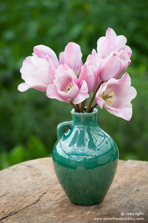 Dalloway vase with Tulipa 'Mistress Mystic' and 'Mistress Grey'