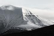 This montain in Adventsdalen, Longyearbyen, Spitzbergen is called Helvetiafjellet   Sorthvitt bilde av Helvetiafjellet, Adventsdalen, Svalbard.