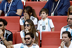 Antonella Roccuzzo in the stands with their sons - 30 June 2018