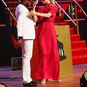 NLD/Utrecht/20121005- Gala van de Nederlandse Film 2012, Doutzen Kroes met co presentator Jandino Asporaat