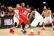 DESCRIZIONE : Milano Euroleague 2015-16 EA7 Emporio Armani Milano - Olympiacos Piraeus<br /> GIOCATORE : Oliver Lafayette<br /> CATEGORIA : palleggio controcampo<br /> SQUADRA : EA7 Emporio Armani Milano<br /> EVENTO : Euroleague 2015-2016<br /> GARA : EA7 Emporio Armani Milano - Olympiacos Piraeus<br /> DATA : 30/10/2015<br /> SPORT : Pallacanestro<br /> AUTORE : Agenzia Ciamillo-Castoria/Max.Ceretti<br /> Galleria : Euroleague 2015-2016 <br /> Fotonotizia: Milano Euroleague 2015-16 EA7 Emporio Armani Milano - Olympiacos Piraeus