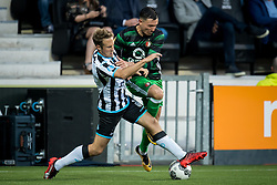 (L-R) Bart van Hintum of Heracles Almelo, Steven Berghuis of Feyenoord during the Dutch Eredivisie match between Heracles Almelo and Feyenoord Rotterdam at Polman stadium on September 09, 2017 in Almelo, The Netherlands