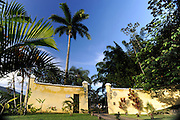 Private home in Parati Brazil. Casarao Amarilo is one of the most beautiful houses in Paraty town, only minutes walk from the historical centre. Veiw of the main entrance and the graden.