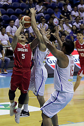 QUEZON Quezon City, May 13, 2017  Wei Long Wong of Singapore (L) competes against Allein Maliksi (C) and June Mar Fajardo (R) of the Philippines during their match in the 2017 SEABA senior men's championship tournament in Quezon City, the Philippines, May 13, 2017. The Philippines won, 113-66.  2017?5?13? (Credit Image: © Rouelle Umali/Xinhua via ZUMA Wire)
