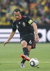 11.06.2010, Soccer City Stadium, Johannesburg, RSA, FIFA WM 2010, Südafrika (RSA) vs Mexico (MEX), im Bild Gerrardo Torrado of Mexico in action, EXPA Pictures © 2010, PhotoCredit: EXPA/ IPS/ Mark Atkins