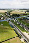 Nederland, Noord-Holland, Haarlemmermeer, 08-09-2006;  ; Huigsloterdijk, ringvaart Haarlemmermeer met aquaduct voor zowel autosnelweg A4 (rechts) als voor de HSL; de infrastructuur bundel gezien in Noordelijke richting, HSL buigt af naar links (naar Hoofddorp, A4 richting  luchthaven Schiphol aan de verre horizon..zie ook andere foto's van deze lokatie (lucht en panorama); deel van de serie Panorama Nederland..Circular canal Haarlemmermeer and aqueduct, on the right the motorroad A4 and the HST..Other aerial and panorama photos available, part of the series Panorama Nederland (major infrastucture photo project).luchtfoto (toeslag); aerial photo (additional fee required); .foto Siebe Swart / photo Siebe Swart