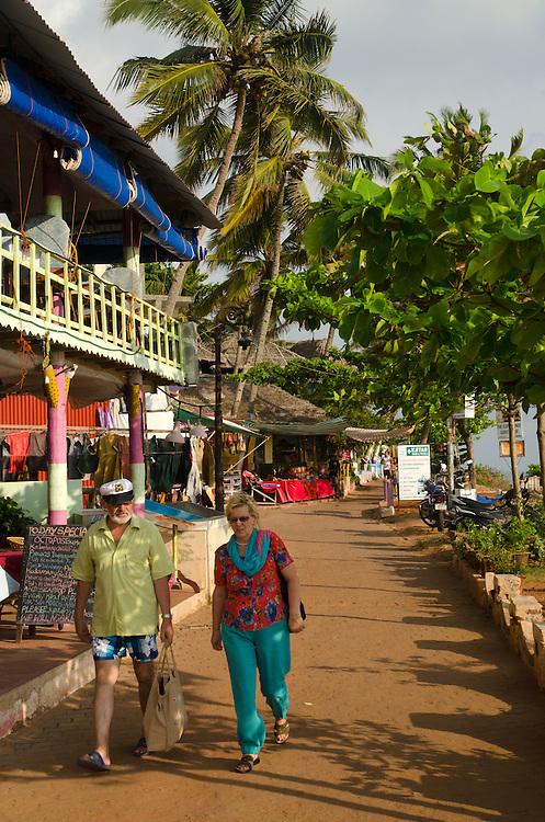 A couple walking on Varkala promenade, Kerala, Indian Subcontinent