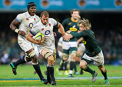 Faf de Klerk of South Africa looks to tackle Chris Robshaw of England- Mandatory by-line: Steve Haag/JMP - 23/06/2018 - RUGBY - DHL Newlands Stadium - Cape Town, South Africa - South Africa v England 3rd Test Match, South Africa Tour