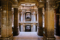 Inde, Etat de Gujarat, Ahmedabad, classé Patrimoine Mondial de l'UNESCO, puit à degré de Dada Harir Vav // India, Gujarat, Ahmedabad, Unesco World Heritage city, Dada Harir Vav stepwell