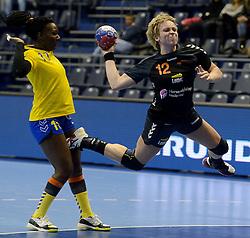 11-12-2013 HANDBAL: WERELD KAMPIOENSCHAP NEDERLAND - CONGO: BELGRADO <br /> 21st Women s Handball World Championship Belgrade / Fabienne Logtenberg<br /> ©2013-WWW.FOTOHOOGENDOORN.NL
