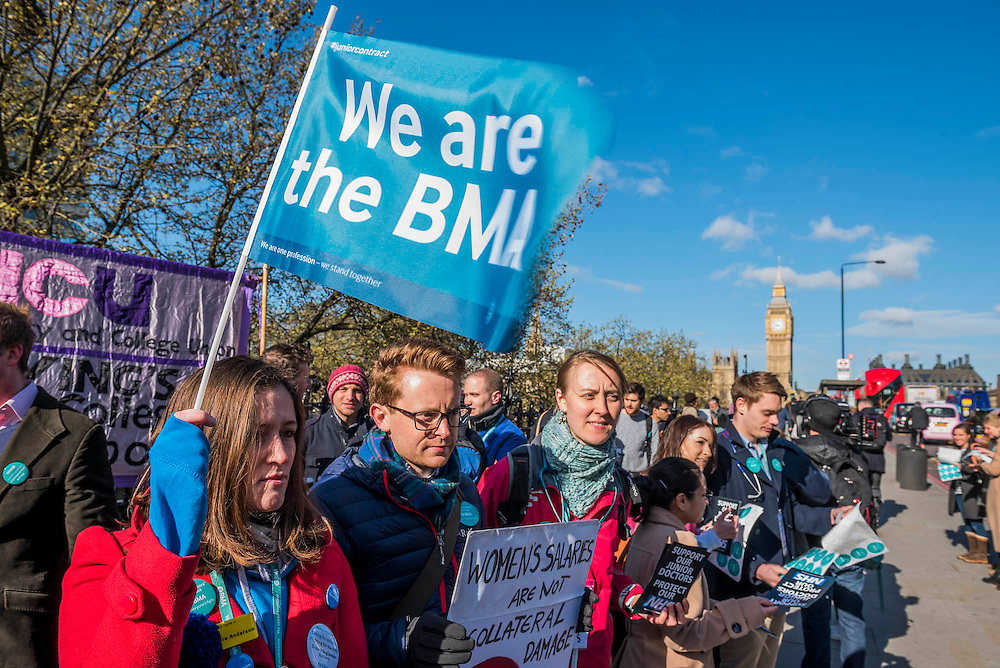 The picket line at St Thomas' Hospital. Junior Doctors stage a 7 day all out strike action, this time imncluding accident and emergency coverage. They are striking against the new contracts due to be imposed by the Governemnt and health minister Jeremy Hunt. They are supported by the British Medical Association.