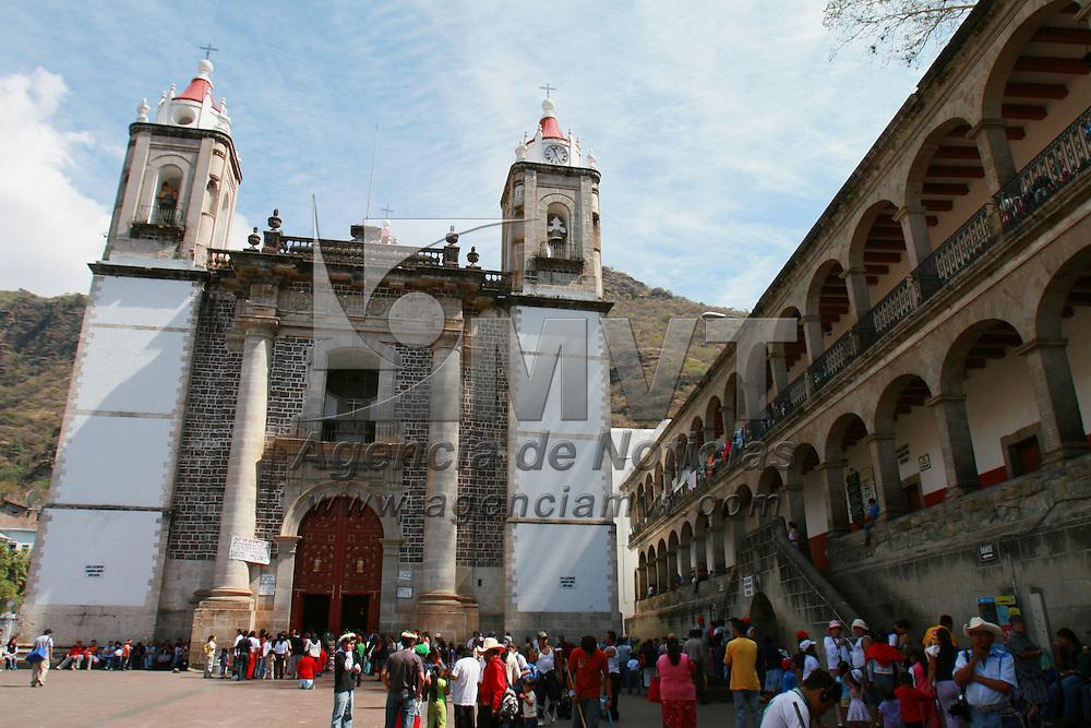 Chalma, Mex.- Peregrinos de todo el país inician su arribo al santuario religioso del señor de Chalma para venerarle durante la semana santa. Agencia MVT / Mario Vazquez de la Torre. (DIGITAL)<br /> <br /> <br /> <br /> <br /> <br /> <br /> <br /> NO ARCHIVAR - NO ARCHIVE