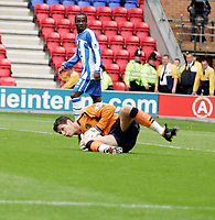 Photo: Peter Phillips.<br /> Wigan Athletic v Sunderland. The Barclays Premiership.<br /> 27/08/2005.<br /> Wigan keeper Mike Pollitt stopa Jon Stead effort watched by Nyron Nosworthy