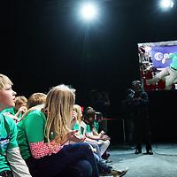 Nederland, Amsterdam , 24 april 2012.. Drentse EN-plusklas uit Noordscheschut. heeft live video contact  met astronaut Andre Kuipers in Nemo Amsterdam..2e van links Frank Hoogendoorn...Foto:Jean-Pierre Jans
