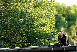 06-08-2006 ATLETIEK: EUROPEES KAMPIOENSSCHAP: GOTHENBORG <br /> De openingsceremonie van de 29th European Championships Athletics werd op de Gotaplatsen gehouden / Agenten hielden alles in de gaten<br /> ©2006-WWW.FOTOHOOGENDOORN.NL