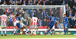 Leicester City's Vicente Iborra (21) scores his side's first goal of the game