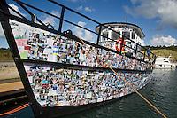VLIELAND- de HSDL 058, van kunstenaar Marten Winters is een boot gemaakt van Papier Mache. Het schip is overgestoken over de Waddenzee op deel  uit te maken van het festival Into The Great Wide Open. ANP COPYRIGHT KOEN SUYK