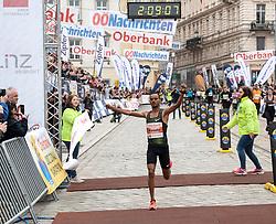 14.04.2019, Linz, AUT, Oberbank Linz Donau Marathon, am Sonntag, 14. April 2019, während des Linz Donau Marathon, in Linz, im Bild Merhawi Kesete (ERI) (Sieger Marthonstrecke) // during the Oberbank Linz Donau Marathon in Linz, Austria on 2019/04/14. EXPA Pictures © 2019, PhotoCredit: EXPA/ Reinhard Eisenbauer