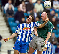 Fotball<br /> Skottland 2004/05<br /> Kilmarnock v Celtic<br /> 30. januar 2005<br /> Foto: Digitalsport<br /> NORWAY ONLY<br /> Invincible handles the ball  ahead of John Hartson for penalty