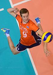 20150620 NED: World League Nederland - Portugal, Groningen<br /> De Nederlandse volleyballers hebben in de World League het vierde duel met Portugal verloren. Na twee uitzeges en de 3-0 winst van vrijdag boog de ploeg van bondscoach Gido Vermeulen zaterdag in Groningen met 3-2 voor de Portugezen: (25-15, 21-25, 23-25, 25-21, 11-15) / Ewoud Gommans