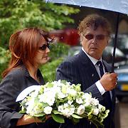 NLD/Laren/2005005 - Begrafenis Roy Beltman, Hans van Hemert en partner