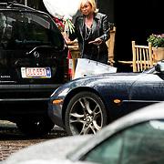 NLD/Amsterdam/20080517 - Conny Breukhoven heeft bloemen gekocht op de Cornelis Schuytstraat Amsterdam