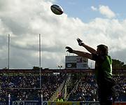 Northampton, Northamptonshire, 9th November 2004, Franklyn Gardens, Zurich Premiership Rugby Harlequins v Northampton Saints,  Saints hooker, Steve Thompson,  throws in to the line, [Mandatory Credit: Pete Spurrier/Intersport Images],