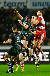 Gloucester Lock (#5) Will Graulich takes a high ball during the second half of the match - Photo mandatory by-line: Rogan Thomson/JMP - Tel: Mobile: 07966 386802 09/11/2012 - SPORT - RUGBY - Liberty Stadium - Swansea. Ospreys v Gloucester - LV= Cup
