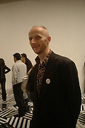 BOB AND ROBERTA SMITH. Private view for the Turner prize  2005.  Tate. Britain. 17 October 2005. ONE TIME USE ONLY - DO NOT ARCHIVE © Copyright Photograph by Dafydd Jones 66 Stockwell Park Rd. London SW9 0DA Tel 020 7733 0108 www.dafjones.com