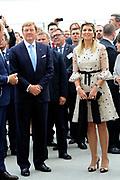 Staatsbezoek van Koning Willem Alexander Koningin Máxima aan de Republiek Polen.<br /> <br /> State visit of King Willem Alexander Queen Máxima of the Republic of Poland.<br /> <br /> Op de foto / On the photo:  Koning Willem Alexander en Koningin Maxima brengen een bezoek aan de  Containerterminal CLIP/ERS , waar een directe treinverbinding is met Rotterdam<br /> <br /> <br /> King Willem Alexander and Queen Maxima visit the Container CLIP / ERS, which is a direct train from Rotterdam