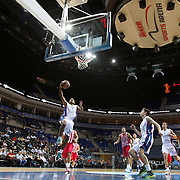 Anadolu Efes's Dontaye Draper (L) during their Gloria Cup Basketball Tournament match Anadolu Efes between Olympiacos at Ulker Sports Arena in istanbul Turkey on Tuesday 23 September 2014. Photo by Aykut AKICI/TURKPIX