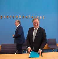 DEU, Deutschland, Germany, Berlin, 03.07.2020: Armin Laschet (CDU), Ministerpräsident von Nordrhein-Westfalen, und Sachsen-Anhalts Ministerpräsident Dr. Reiner Haseloff (CDU) in der Bundespressekonferenz zum Thema Kohleausstiegsgesetz.