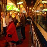 NLD/Amsterdam/20051121 - Premiere Harry Potter en de Vuurketel, verkeer, tram, publiek, vervoer