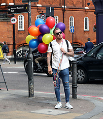 London:  Jamie O'Hara with a bunch of balloons - 12 Aug 2017