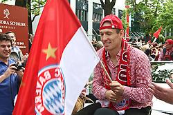 09.05.2010, Marienplatz, Muenchen, GER, 1. FBL, Meisterfeier der Bayern , im Bild Arjen Robben (FC Bayern Nr.10)  , EXPA Pictures © 2010, PhotoCredit: EXPA/ nph/  Straubmeier / SPORTIDA PHOTO AGENCY
