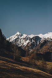 THEMENBILD - das schneebedeckte Kitzsteinhorn im Frühling, aufgenommen am 07. April 2020 in Kaprun, Oesterreich // the snow-covered Kitzsteinhorn in spring, in Kaprun. Austria on 2020/04/07. EXPA Pictures © 2020, PhotoCredit: EXPA/Stefanie Oberhauser