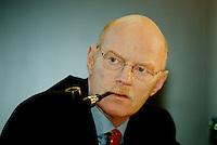 10 FEB 1998, BONN/GERMANY:<br /> Peter Struck, MdB, SPD, Parlamentarischer Geschäftsführer der SPD Fraktion, SPD Präsidiumssitzung<br /> IMAGE: 19980209-01/01-07