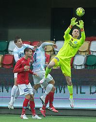Oscar Hedvall (Silkeborg IF) griber bolden under kampen i 1. Division mellem Silkeborg IF og FC Helsingør den 21. november 2020 i JYSK Park (Foto: Claus Birch).
