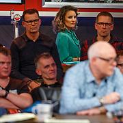 NLD/Hilversum/20171215 - Dick Advocaat te gast bij Voetbal Inside, barvrouw Escha Tanihatu