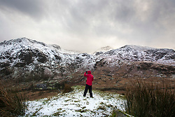 © Licensed to London News Pictures. 08/12/2017. Llanberis UK. The Snowdon mountain range covered in snow this morning at the Snowdon national park. Photo credit: Andrew McCaren/LNP