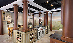 5630_Wisconsin_Stuart_Kitchen_Green_Pillars