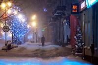 Bialystok, 16.01.2021. Gwaltowny atak zimy, w ciagu paru godzin przybylo kilkanascie centymetrow sniegu N/z zasypana sniegiem ulica Lipowa w centrum miasta fot Michal Kosc / AGENCJA WSCHOD