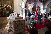 Staatsbezoek van Koning Willem Alexander en Koningin Máxima, aan de Portugese Republiek.<br /> <br /> Statevisit of King Willem Alexander and Queen Maxima to the republic of Portugal<br /> <br /> Op de foto / On the photo: Kranslegging bij de tombe van dichter Luís Vaz de Camões.<br /> Wreath laying on the tomb of poet Luís Vaz de Camões.
