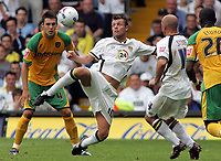Photo: Paul Thomas.<br /> Leeds United v Norwich City. Coca Cola Championship.<br /> 05/08/2006.<br /> <br /> Geoff Horsfield of Leeds controls the ball.