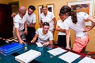 28-05-2016 Foto's van de kruisfinales in de hoofdklasse van de NGF Competitie 2016.<br /> Foto: Dames Princenbosch overleggen de startvolgorde en strategie voor de singles. Genomen tijdens Finaleweekend NGF Hoofdklasse 2016 bij Goyer Golf & Country Club in Eemnes, Nederland.
