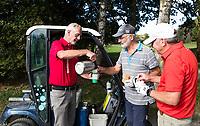 ELST - marshall schenkt gratis koffie in de baan. Golfbaan Landgoed Welderen. COPYRIGHT  KOEN SUYK